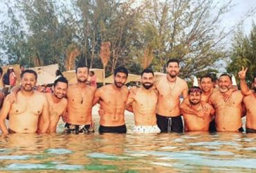 witter Trolls Rohit Sharma for hiding his stomach in Virat Kohli's Group Photo