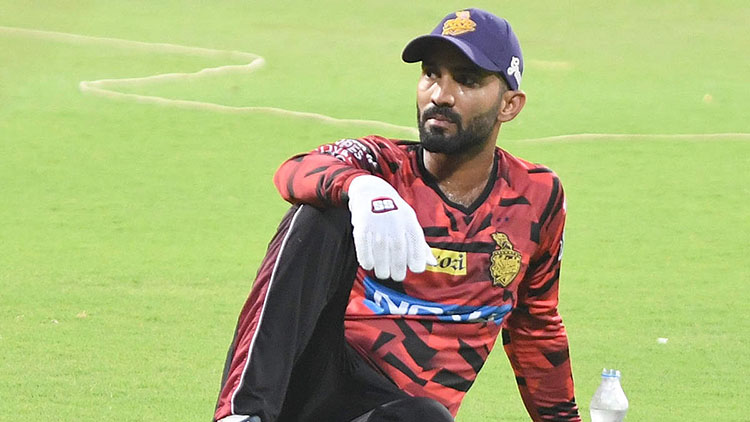 Dinesh Karthik issued show-cause notice