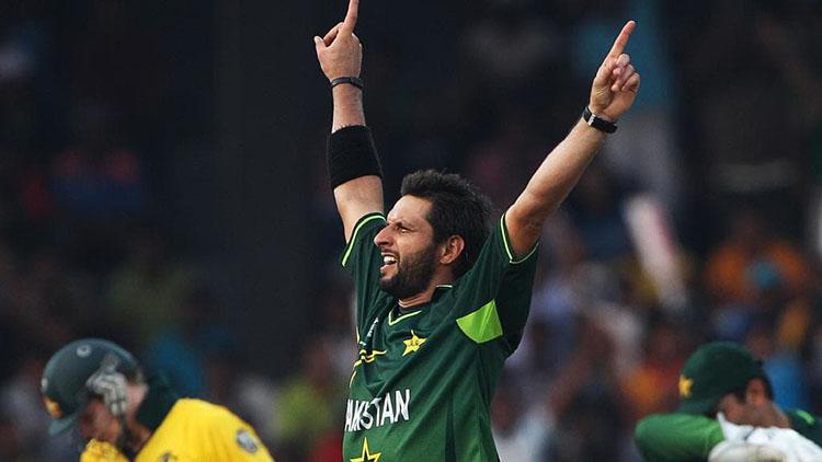 Shahid Afridi (Pakistan) – 395 ODI Wickets