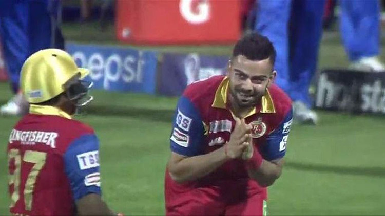 When Virat Kohli bowed down before Sarfaraz Khan