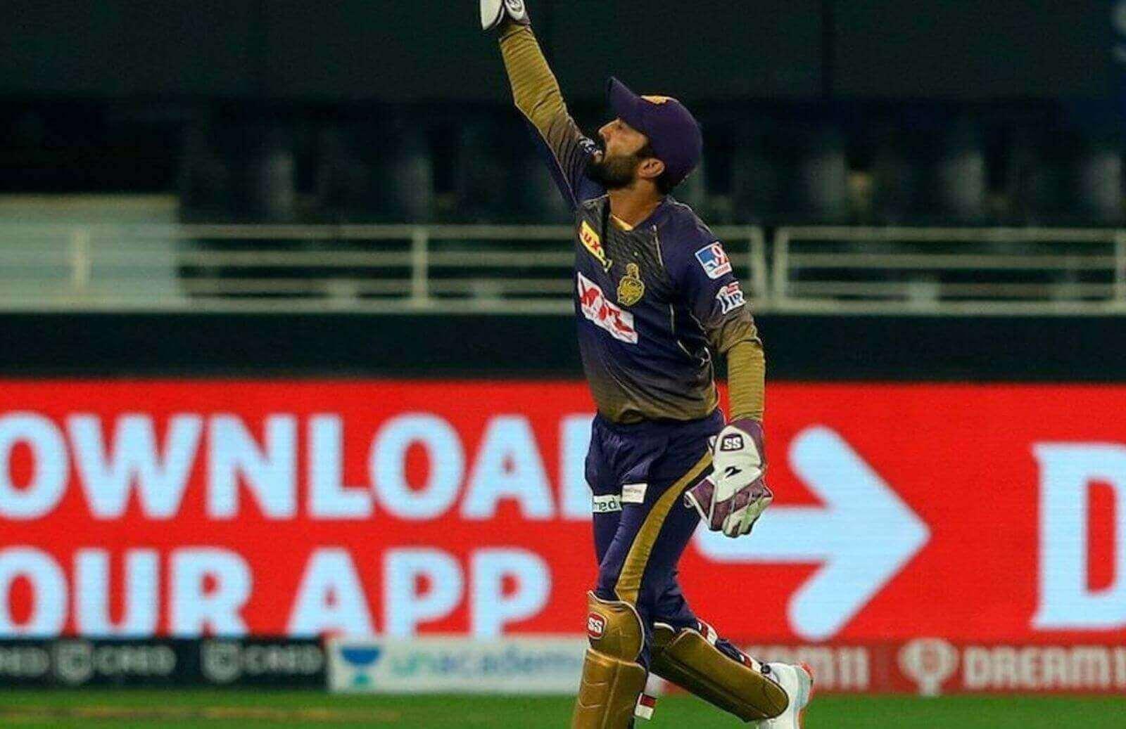 Dinesh Karthik Takes A World-Class Catch To Dismiss Rajasthan Royals Opener Ben Stokes