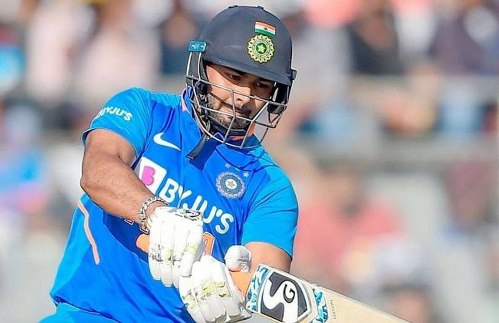 India vs Australia_ Sunil Gavaskar Picks Between Rishabh Pant And Wriddhiman Saha vs Australia For 1st Test