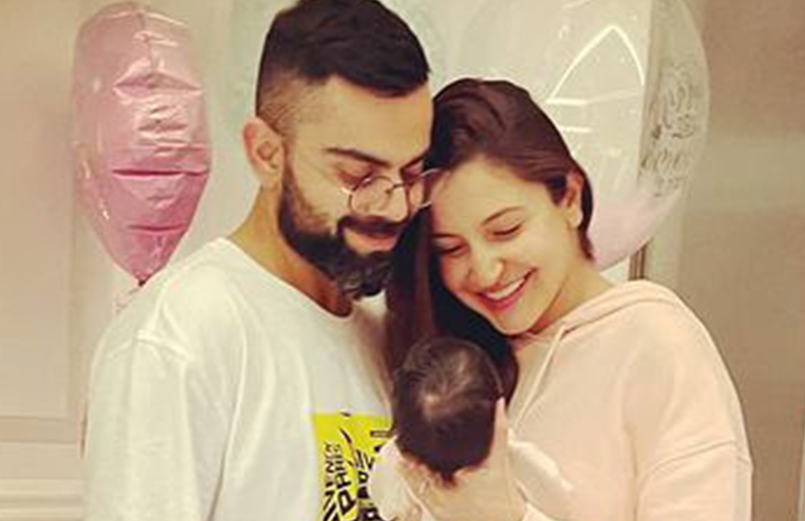 Virat Kohli-Anushka Sharma With Daughter